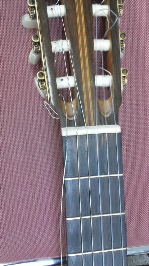 ギター弦切れ