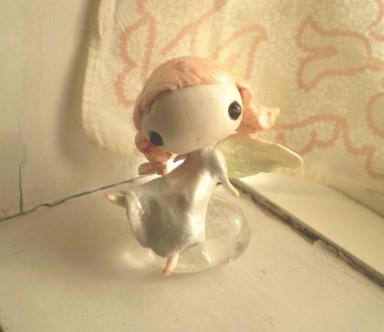 宝石の腰掛ける妖精