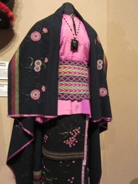 ネイティヴアメリカンの結婚衣装 / Museum of Native American History-2, 2014-4-22