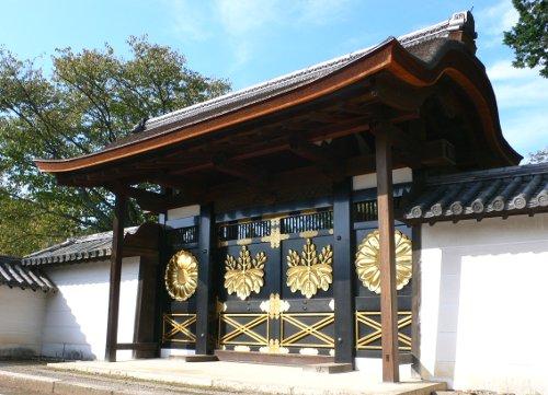 醍醐三宝院勅使門
