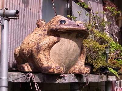 信楽焼の蛙