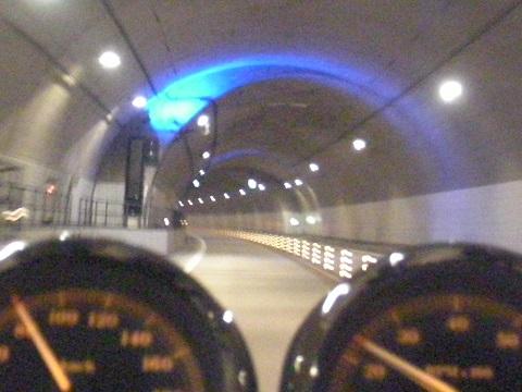 15トンネルブルー
