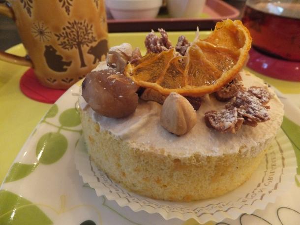 みかんと木の実の冬のロールケーキ