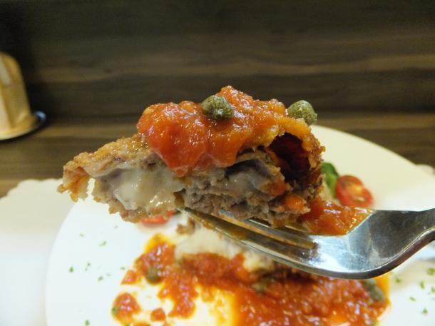 牛モモ肉のミルフィーユカツ、モツァレラチーズ