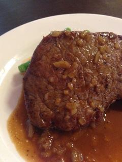 欧風酒場 バルデ 仏 ブルゴーニュ産 牛もも肉のステーキ