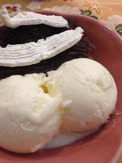 わカフェ さと吉es だんごアイス(おぐらホイップ)