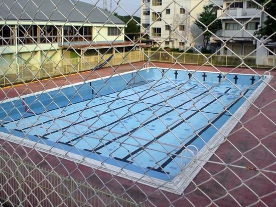 プールの清掃