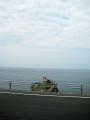 曇り始めた海。と神社。
