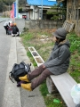 バス停で休憩2