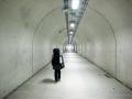 白い歩行者トンネル