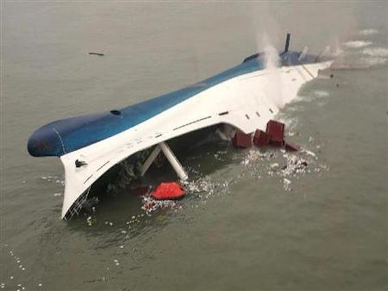ファオル号沈没画像
