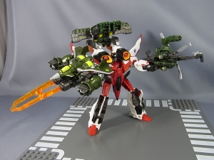TFジェネレーションズ TG-33 アルマダスタースクリームで比較遊ぼう026