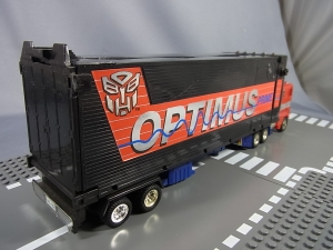 TF Generation 2 Optimus Prime002