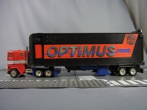 TF Generation 2 Optimus Prime003