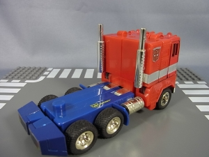 TF Generation 2 Optimus Prime011
