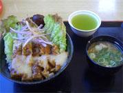 岡山白桃風チキン丼