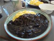 伊賀の黒カレーオムライス
