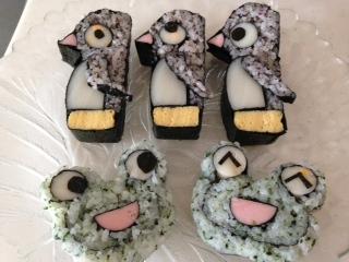 飾り巻きずしのペンギンとカエル