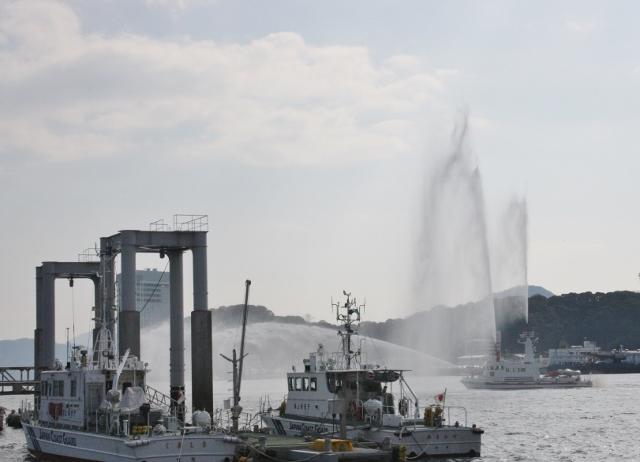 02 消防艇放水 (640x462)