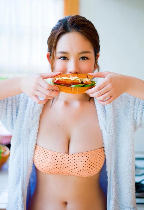 筧美和子のエッチな食事画像