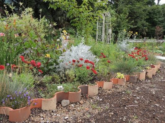 ひとやすみの庭 花壇2