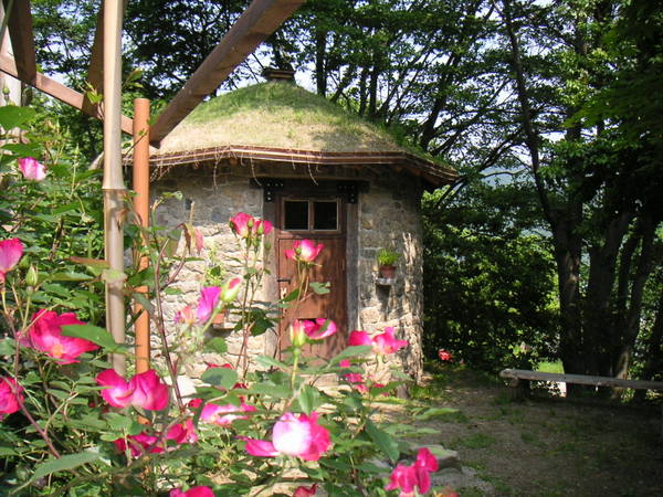 石積みの丸い小屋、10年前