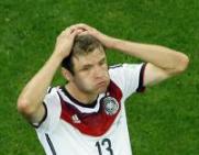頭を抱えるドイツのミュラー選手