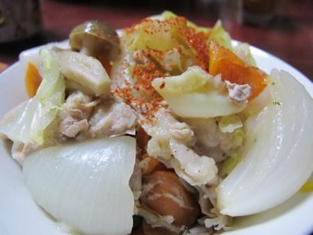 豚肉と新じゃがと野菜の蒸し鍋
