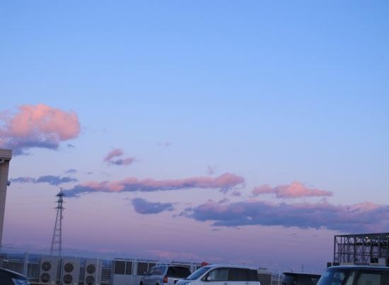 ピンクとグレーの雲