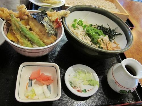めかぶ蕎麦とアナゴ天丼