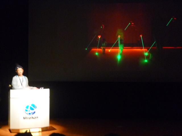 YCAMで行われたelevenplayのダンスインスタレーション ロボットアームとレーザーとダンスとの融合ですね
