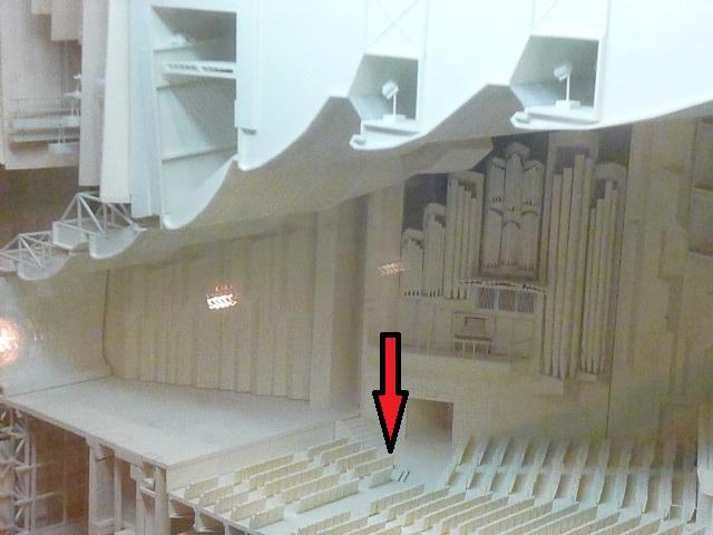 こんな神席 なんと前から4列目 しかも壁にはパイプオルガン