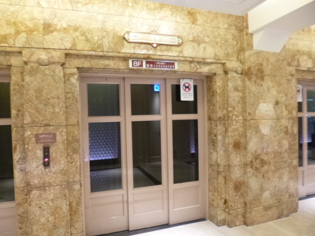 エレベーターも時代を感じます