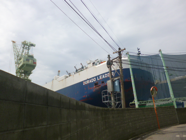 はみ出そうな大きな船体