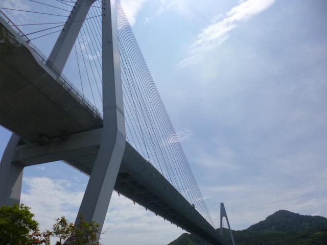 この橋を渡ると生口島です