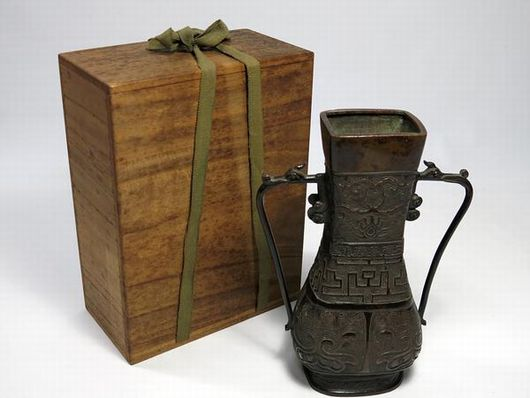 古銅耳付花瓶