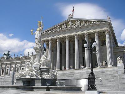 800px-Parlament_Vienna_June_2006_183_convert_20140322111238.jpg