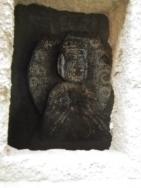 供養塔内部の石仏