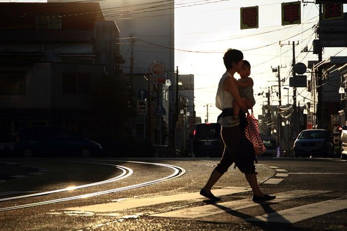 14-08-05 夕暮れの電車道 江ノ島~腰越