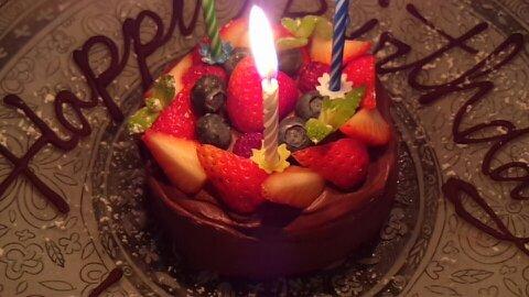 チンギアーレ誕生日ケーキ①
