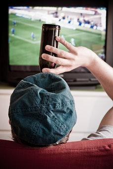 Bier-Fussball-Fernsehen.jpg
