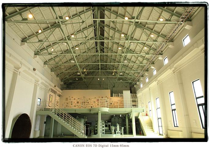 下山芸術の森 発電所美術館内部1305gifutoyama08.jpg