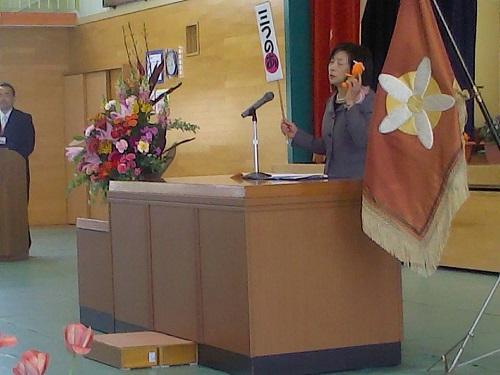 学校のマスコット、みかんちゃんと一緒に校長先生挨拶です。