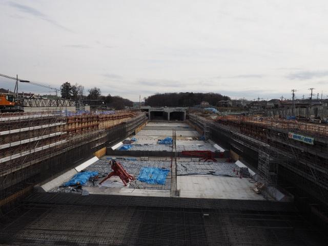 背中側。小塚山トンネル付近になります。北総線との交差部。 こちらは小分けにせず一気に作るようです。