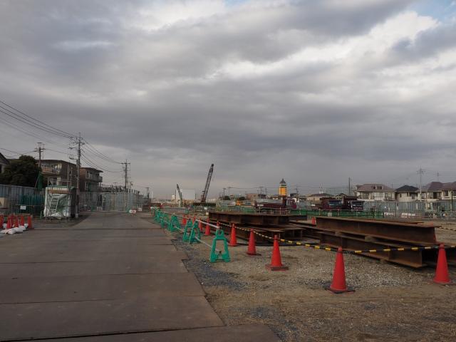 工事区間と交差する道から松戸方面を。