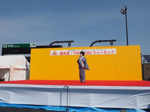 ステージ上の方は神崎町の観光大使、門戸竜二さんだそうです。