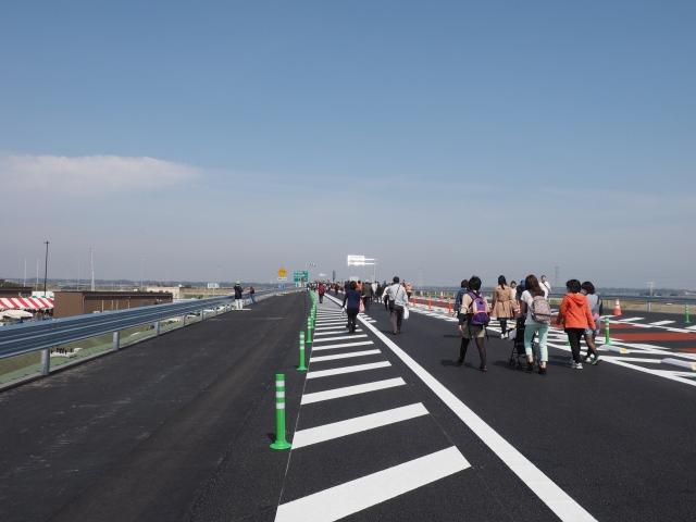 左側が将来加速車線になります。