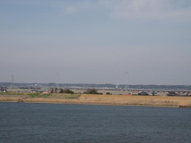 稲敷東インターまで高架橋が続きます。