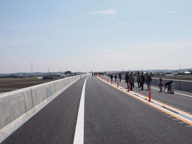 路肩が狭い為、故障時などは通行の妨げになるので非駐帯まで移動しましょう。