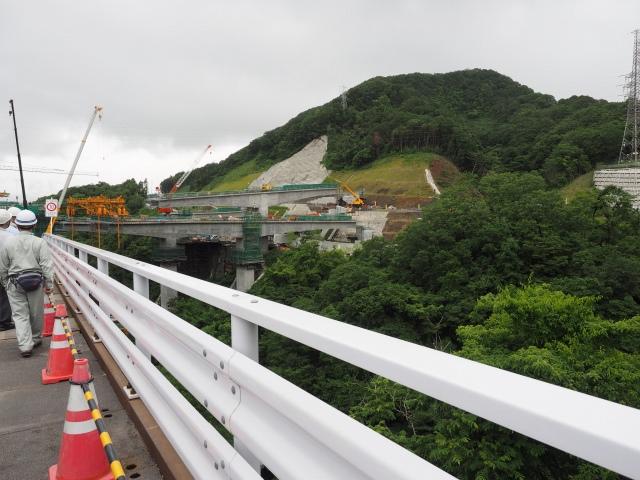 工事用桟橋から津久井広域道路へのアクセスランプ。